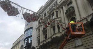 СВЕ ЛУДАЦИ! Почело постављање новогодишње расвете у Београду 13