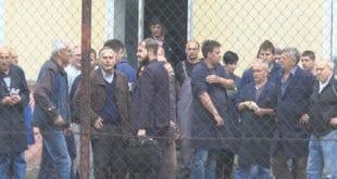Радници поново спречили судске извршитеље да принудно преузму погон Фабрике резног алата у Чачку 11