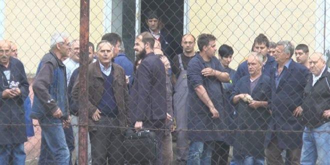 Радници поново спречили судске извршитеље да принудно преузму погон Фабрике резног алата у Чачку 1