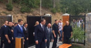 ОПЉАЧКАЛИ СРБИЈУ ЗА ПОЛА МИЛИОНА ЕВРА Вучић отворио непостојећи центар на КиМ! 3