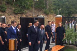 ОПЉАЧКАЛИ СРБИЈУ ЗА ПОЛА МИЛИОНА ЕВРА Вучић отворио непостојећи центар на КиМ! 15