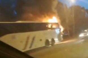 Гори аутобус на Новом Београду: Путници искакали у паници (видео)