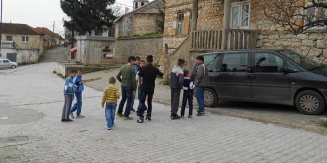 Ораховац – ухапшен српски младић који је покушао да заштити српску децу од албанског малтретирања! 1