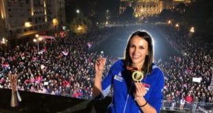 """РТС цензурисао говор одбојкашице Милене Рашић са """"балкона шампиона"""", у ком је упутила поздраве за РС, Црну Гору и послала """"сву љубав овог света за своје Косово""""?!"""