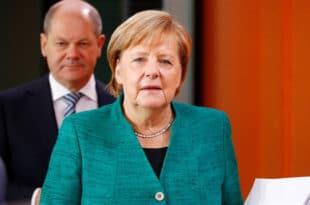 """Утицајни немачки правник Матијас Хердеген објавио да ће Меркелову """"скинути са места лидера CDU"""""""