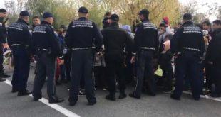 Бихаћ: Мигранти пробили кордон, хрле у Хрватску - има повређених (видео) 4