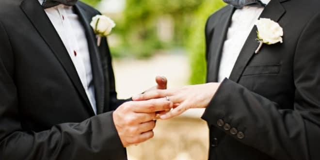 Вучићева напредна секта легализије хомосексуални брак за пар месеци!