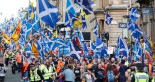 Десетине хиљада Шкота марширају за независност (видео) 12