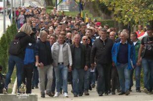 Велика Кладуша: Масовни протести локалног становништва због хаоса који праве мигранти (видео) 9