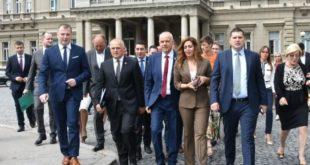 """""""Финансије никад стабилније, приходи никад већи"""": због чега онда Влада даје новац из резерви Београду?! 15"""