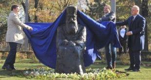 Београдски напредни идиоти су превазишли себе: споменик Патријарху Павлу изгледа ужасно! (видео) 12
