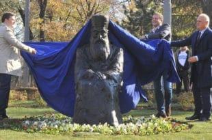 Београдски напредни идиоти су превазишли себе: споменик Патријарху Павлу изгледа ужасно! (видео) 8