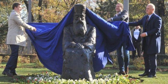 Београдски напредни идиоти су превазишли себе: споменик Патријарху Павлу изгледа ужасно! (видео) 1