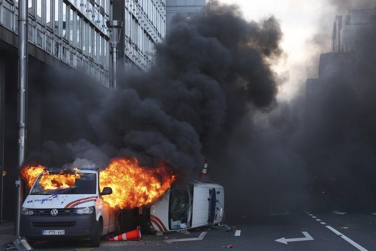 Жестоки сукоб народа са полицијом у Бриселу (фото, видео) 2