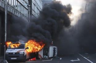 Жестоки сукоб народа са полицијом у Бриселу (фото, видео)