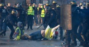 МАСОВНИ протести због високих цена горива у Француској (видео)