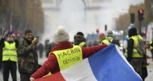 """Француска:  """"Жути прслуци"""" захтевају смањење свих пореза и стварање """"грађанске скупштине"""" 10"""