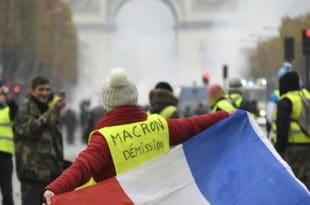 """Француска: """"Жути прслуци"""" захтевају смањење свих пореза и стварање """"грађанске скупштине"""""""