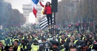 """""""Жути прслуци"""" настављају са протестима у Француској! 6"""