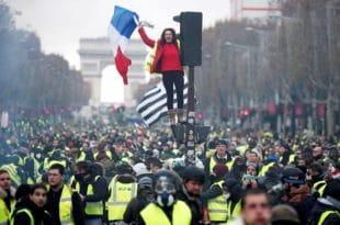У Француској права побуна народа против режима (видео)