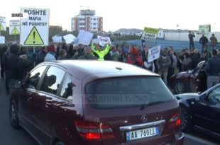 Почели масовни протести широм Албаније (видео)