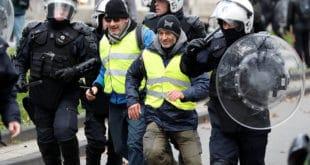 """Бодљикава жица у Бриселу, """"жути прслуци"""" кренули ка институцијама ЕУ (видео)"""