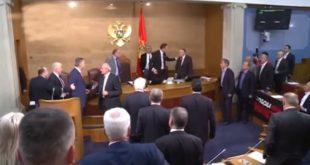 Мило умало да добије батине у ЦГ Скупштини! (видео)