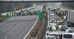Жути прслуци блокирали десетине кружних токова широм Француске