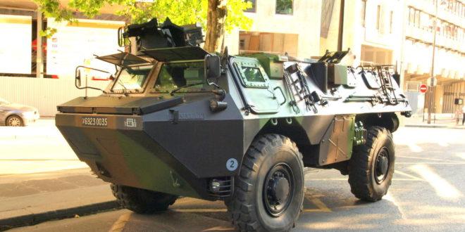 ОПСАДНО СТАЊЕ У ПАРИЗУ: Оклопна возила са Космета на париске улице!