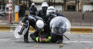 """Полиција у Белгији затварала демонстранте """"Жутих прслука"""" у штале 11"""