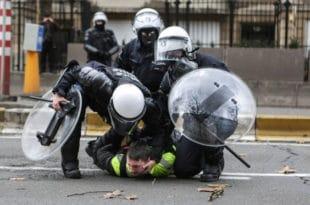 """Полиција у Белгији затварала демонстранте """"Жутих прслука"""" у штале"""