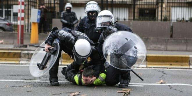 """Полиција у Белгији затварала демонстранте """"Жутих прслука"""" у штале 1"""