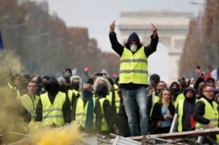 УСРАЛИ СЕ ОД СТРАХА! Француски глобалисти уводе ванредно стање