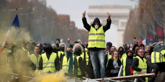 Француски глобалисти у паници забрањују протесте на Шанзелизеу! 1