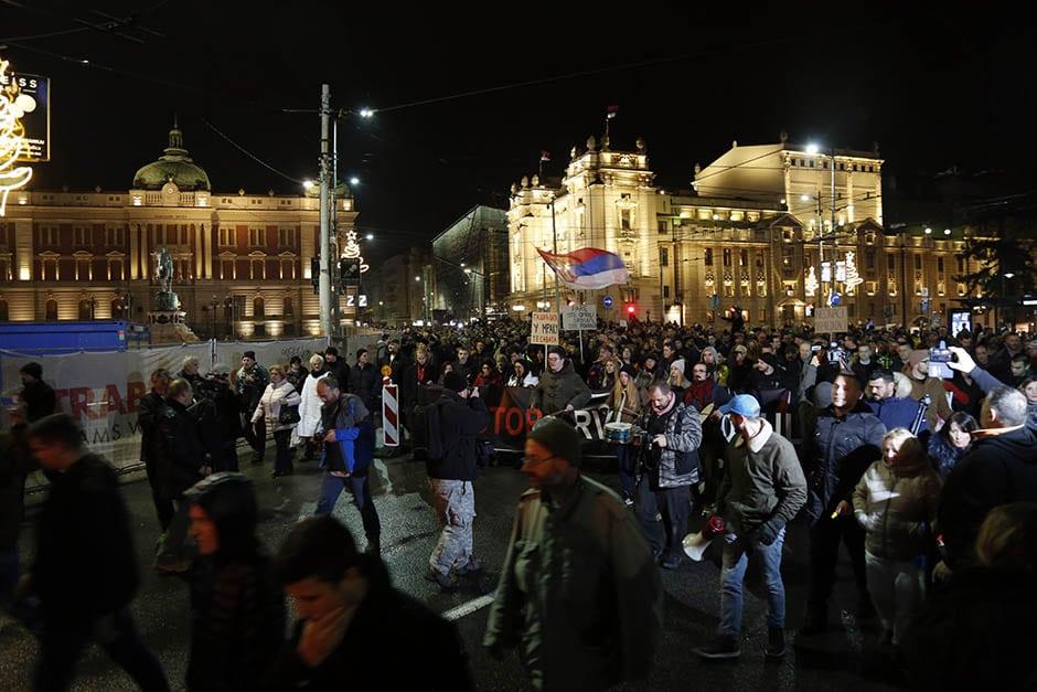 Београд: Најмасовнији протест против Вучића од његовог доласка на власт! (фото, видео) 1