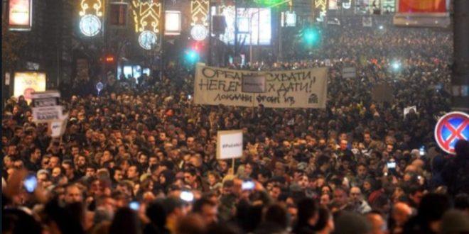 Руска агенција: На улицама Београда више од 50.000 људи протестовало против председника Александра Вучића 1