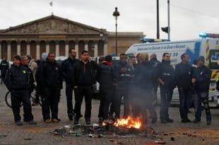 Француска: Протести се шире, хитна помоћ штрајкује, стотине школа затворено...(видео)