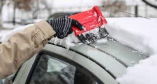 НОВА ПЉАЧКА! Ако возите ауто са снегом на крову казна је 5.000 динара!