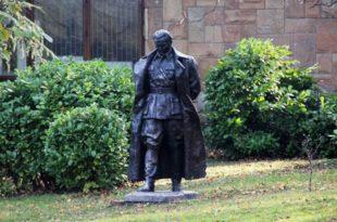 Масонерија подигла споменик Титу у Подгорици
