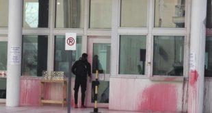 Анархисти бацили црвену боју на амбасаду САД у Грчкој, осморо ухапшених