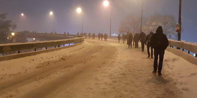 НЕЗАПАМЋЕНО! Београђани очајни, пешице се враћали кући, неки пешачили и по 10 километара! 1