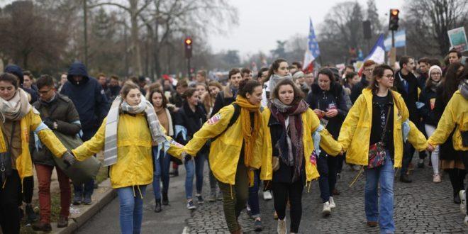 Десетине хиљада Француза марширало против абортуса и еутаназије 1