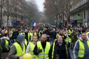 Жути прслуци поново на улицама широм Француске (видео)