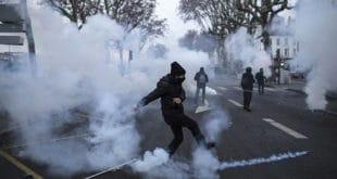 """Биланс 11 субота француских протеста: 10 погинулих, 2000 повређених """"жутих"""" и око 1000 полицајаца 12"""