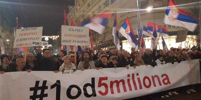 """Још једна протестна шетња """"1 од 5 милиона"""" одржана је вечерас  у Београду 1"""