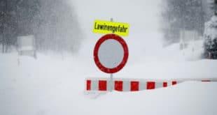 Аустрија: Све више жртава због снежне олује 11