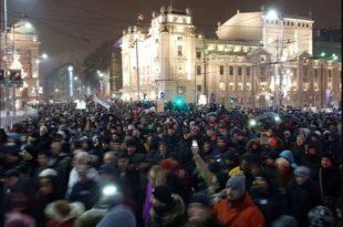 Србија: Протести опозиције све масовнији и у све више градова (видео)