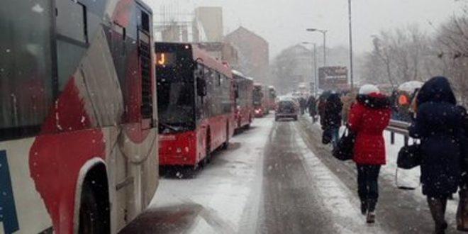 Хаос у Београду због снега, обустављен саобраћај 1