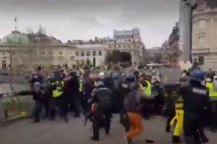 Жестоки сукоби народа са полицијом широм Француске (видео)