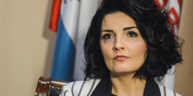 Милена Поповић позива Србе у Косовској Митровици да не протестују против Вучића?!